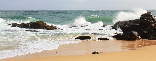Ce n-aș da să stau acum la plajă!